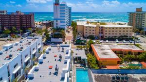 1383 North Ocean Boulevard Townhouse, Holiday homes  Pompano Beach - big - 24