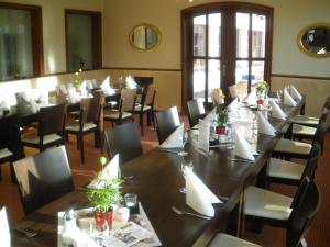 Hotel Ullrich, Hotely  Elfershausen - big - 42