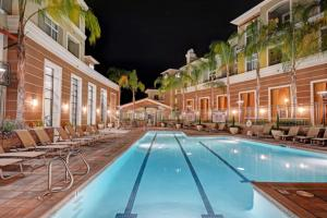 Global Luxury Suites at Baypointe Station - Apartment - South Shore Port