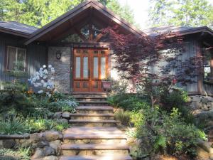 Stonekroft Guesthouse - Accommodation - Shawnigan Lake