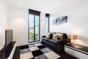Esther - Beyond a Room Private Apartments - Toorak