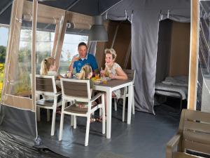 Location gîte, chambres d'hotes Country Camp camping Port l'Epine dans le département Côtes d'Armor 22