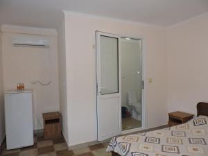 Guest House Ostrov Sokrovishch, Гостевые дома  Лоо - big - 73