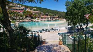 T2 Les Restanques de St Tropez, Апартаменты  Гримо - big - 28