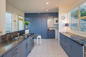 APARTMENT 4A - By the Beach, Apartmány  Paraparaumu Beach - big - 40