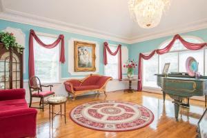 Rosewood Manor Bed & Breakfast..