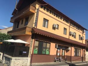Pensiunea Jiul Central, Guest houses  Târgu Jiu - big - 17