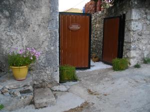 Carsazzio Cottage House