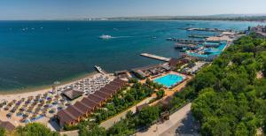 Курортный отель Золотая бухта