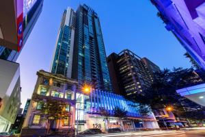Oaks Brisbane on Charlotte Suites