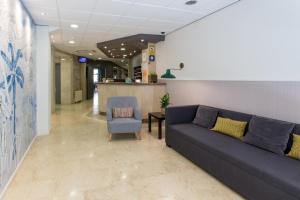 Hostal Operaramblas, Гостевые дома  Барселона - big - 45