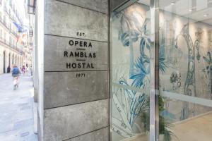 Hostal Operaramblas, Гостевые дома  Барселона - big - 41
