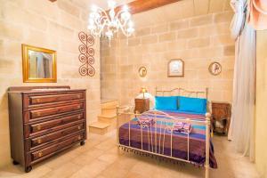 Holiday Farmhouse with Private Pool in Nadur Gozo, Prázdninové domy  Nadur - big - 21