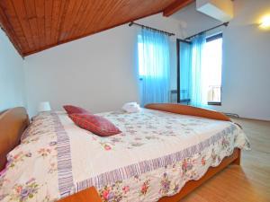Apartment Maja, Ferienwohnungen  Brodarica - big - 7