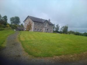 obrázek - Stone house on a hill