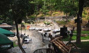 Beneks Restaurant and Bungalows, Appartamenti  Skudrinje - big - 1