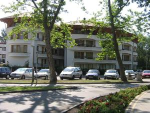 Simon Apartman, Appartamenti  Balatonlelle - big - 1