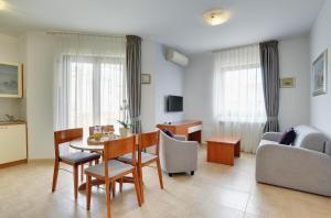 Apartments Nina, Apartmány  Rovinj - big - 31
