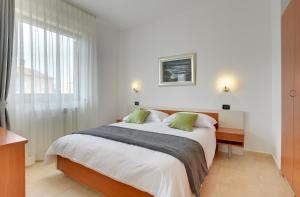 Apartments Nina, Apartmány  Rovinj - big - 16