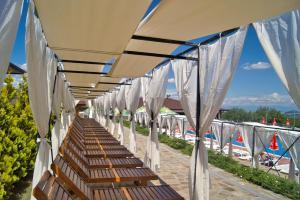 Hotel Berkut, Брестник