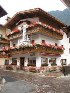 Hotel Garnì Ai Serrai - AbcAlberghi.com