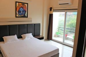 . 11 Flowers Serviced Apartments