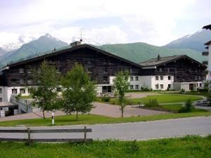 Apart Holidays - Haus Acletta - Hotel - Disentis