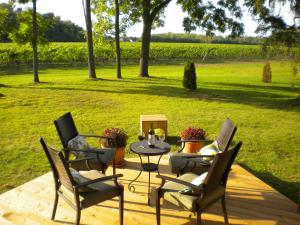 Vineyard Villa - Accommodation - Niagara on the Lake