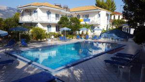 Hostales Baratos - Blue White Hotel Studio Apartments