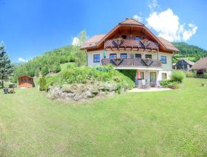 Ferienhaus Christina & Haus Dr. Krainer - Hotel - Bad Kleinkirchheim