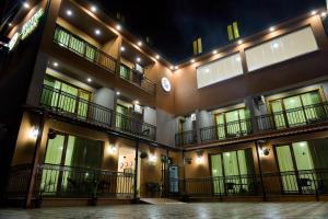 Отель Hotel Lion, Уреки
