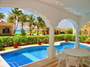 Casa Miramar. Ocean view house for 10!