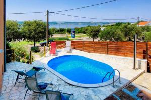 Family friendly house with a swimming pool Maslenica, Novigrad - 13770