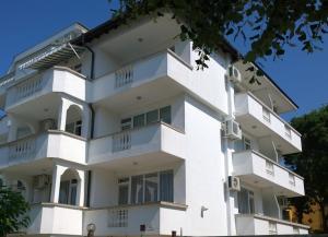 Guest House Alarlievi, Приморско