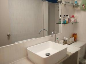 Renovate Room Near Impact, Apartmanok  Banbangphang - big - 38