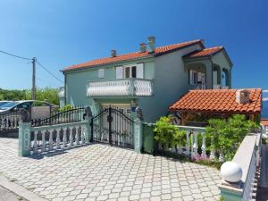 Spacious Apartment in Senj with Swimming Pool