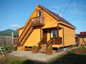 Дом возле озера Байкал
