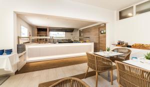 Globales Mediterrani, Hotels  Cala Blanca - big - 55