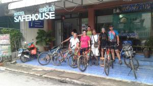 Safehouse Hostel - Ban Tao Than