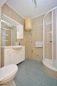 Apartment Ivan, Apartmány  Novalja - big - 11