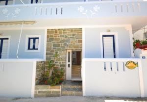 Yiannis Studios Aegina Greece