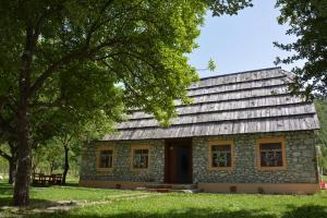 Peraj Guesthouse - Tamarë