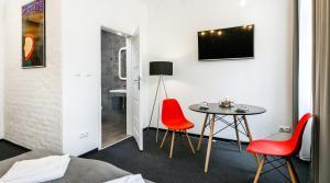 Happy Apartments