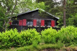 Location gîte, chambres d'hotes Domaine Laveneau Chalet dans le département Allier 3