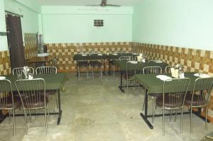 Oms Hotel & Restaurant, Hotely  Karsog - big - 10