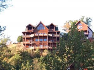 Serenity Mountain Pool Lodge - Nine Bedroom, Prázdninové domy - Sevierville