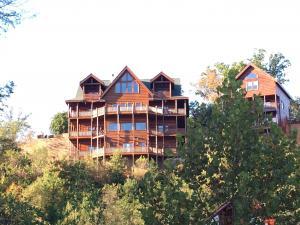 Serenity Mountain Pool Lodge - Nine Bedroom, Prázdninové domy  Sevierville - big - 22