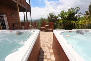 Serenity Mountain Pool Lodge - Nine Bedroom, Prázdninové domy  Sevierville - big - 16