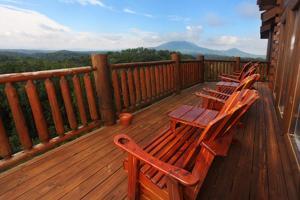 Serenity Mountain Pool Lodge - Nine Bedroom, Prázdninové domy  Sevierville - big - 15
