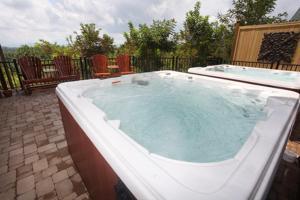 Serenity Mountain Pool Lodge - Nine Bedroom, Prázdninové domy  Sevierville - big - 12